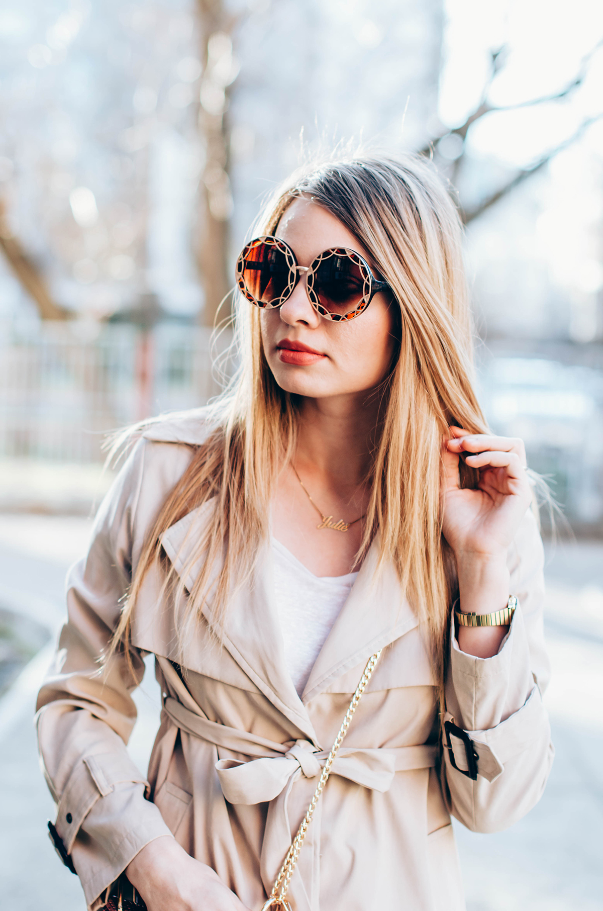 trench-coat-outfit- round-sunglasses (3)