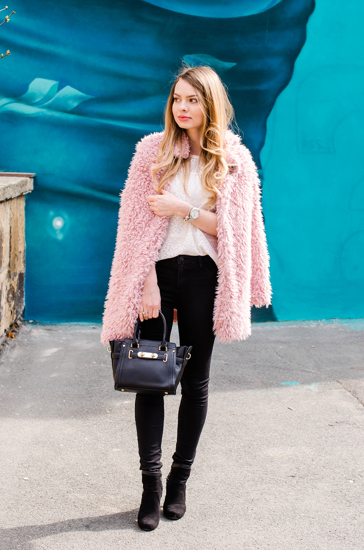 fluffy-pink-coat-black-skinny-pants-pink-wish-outfit (1)