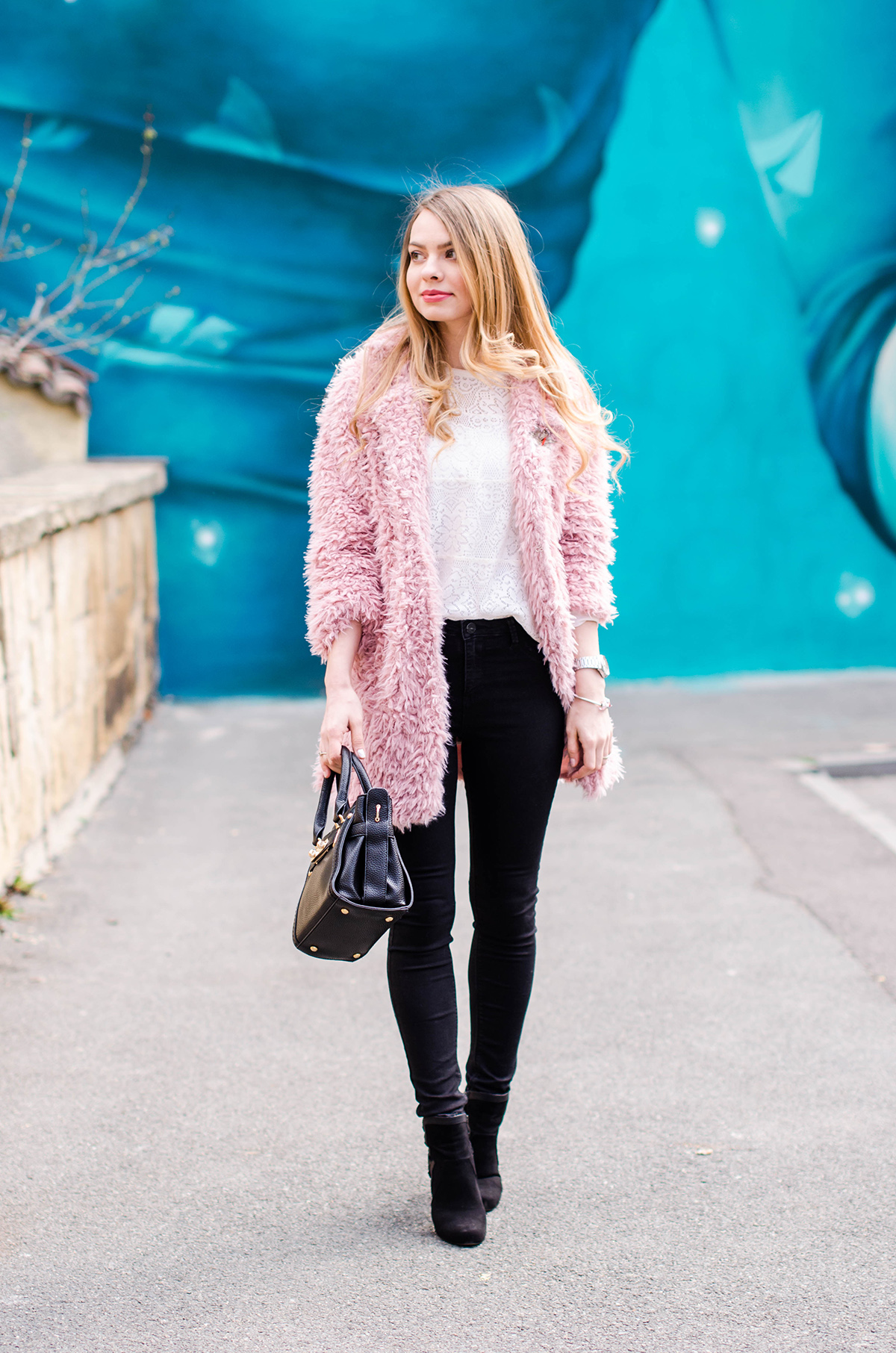 fluffy-pink-coat-black-skinny-pants-pink-wish-outfit (2)