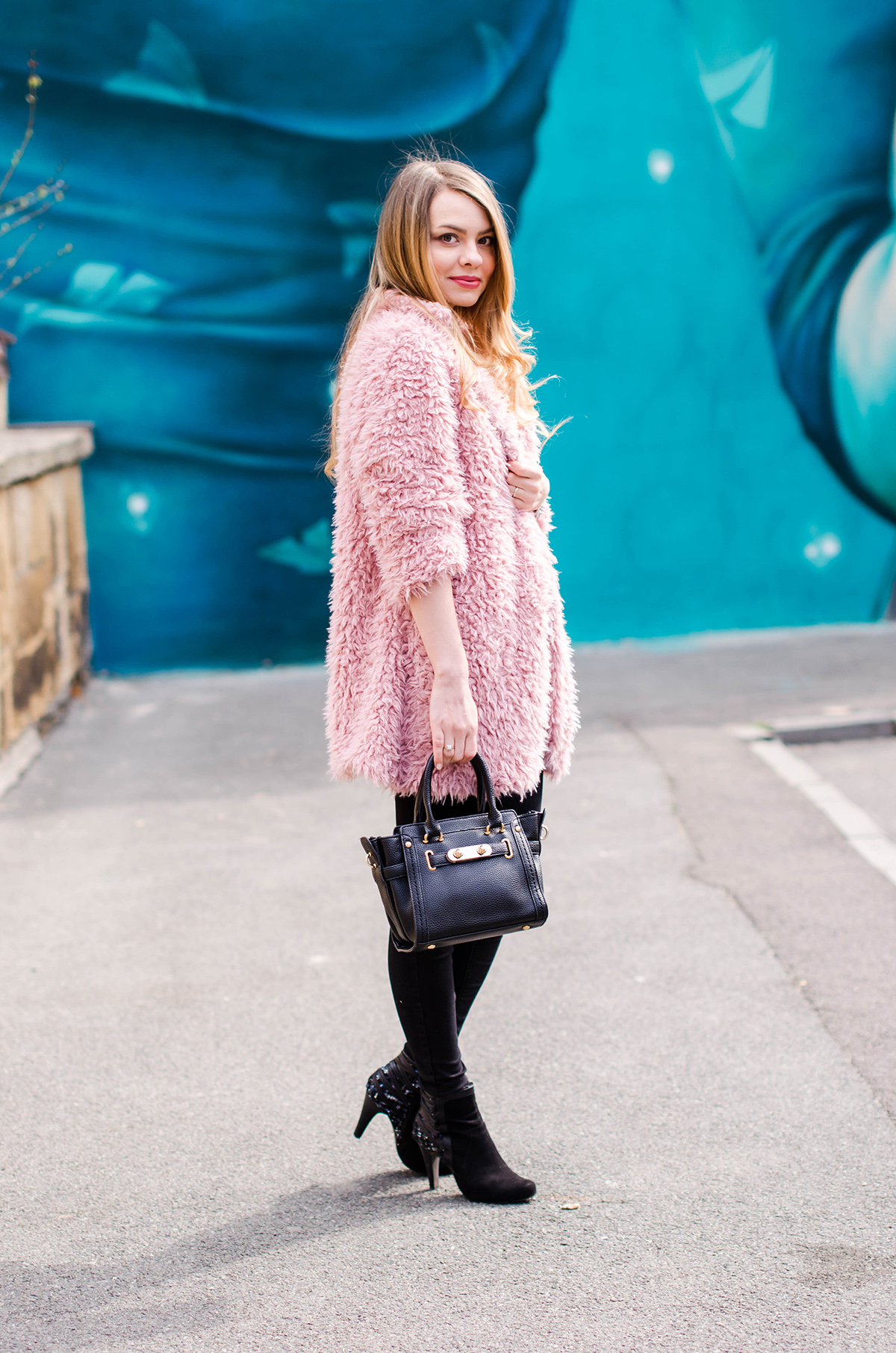 fluffy-pink-coat-black-skinny-pants-pink-wish-outfit (3)