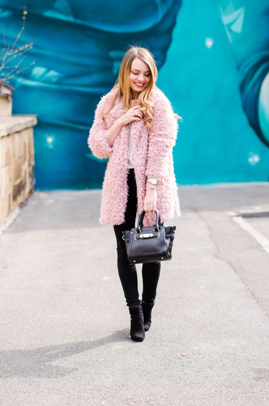 fluffy-pink-coat-black-skinny-pants-pink-wish-outfit (4)