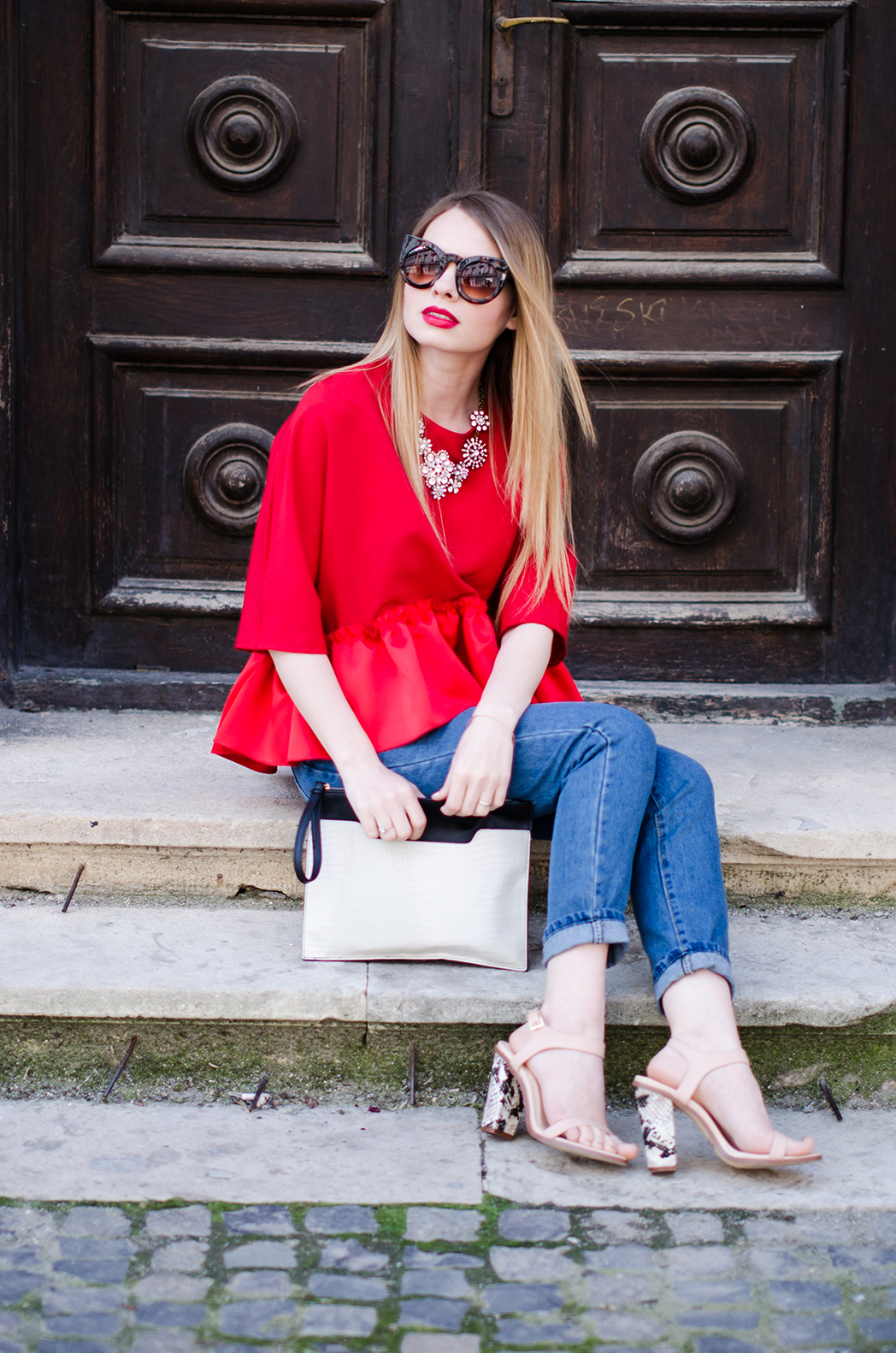 red-ruffle-blouse-mom-jeans-outfit-fashion-blogger-pink-wish (1)