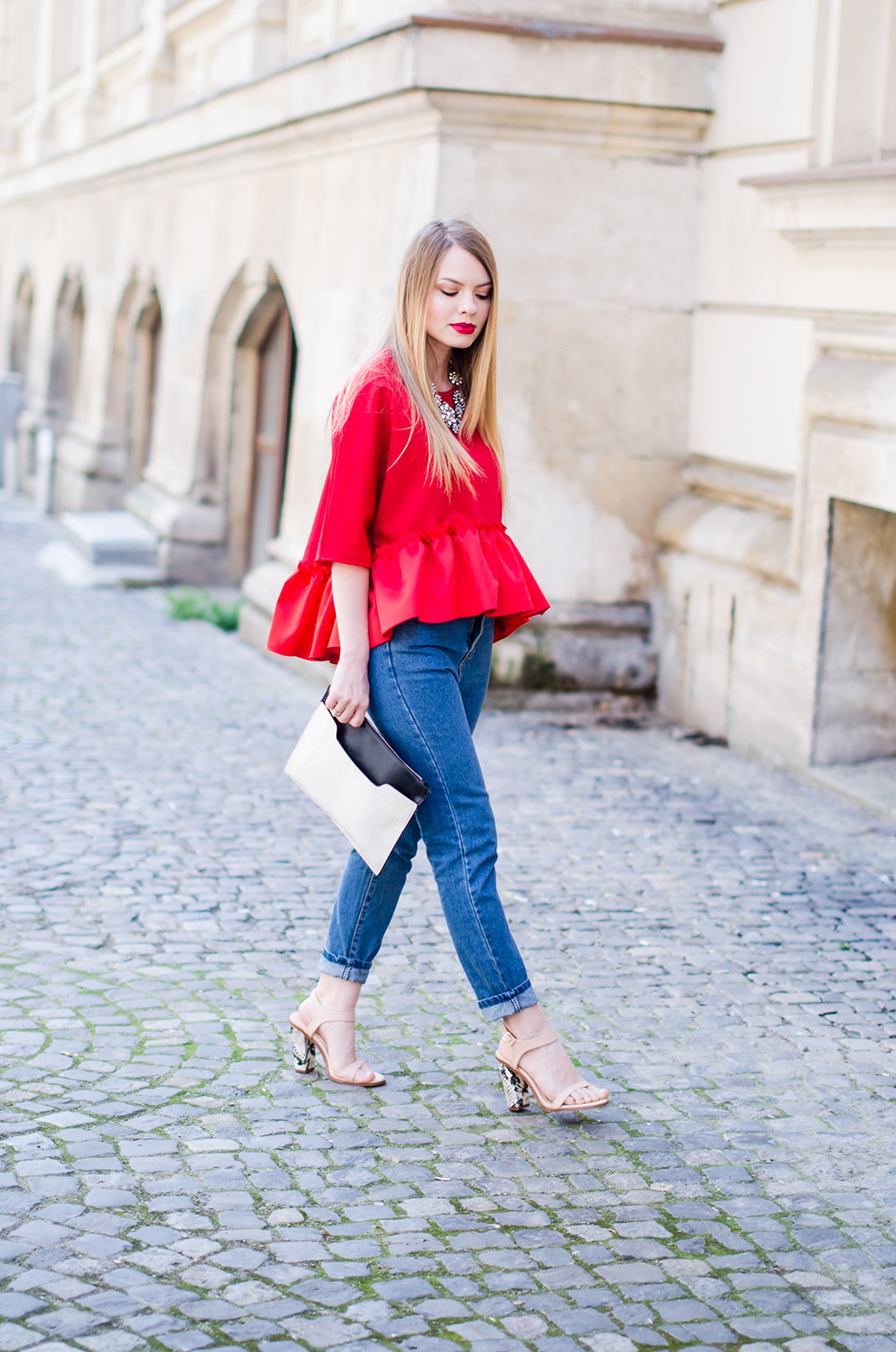red-ruffle-blouse-mom-jeans-outfit-fashion-blogger-pink-wish (3)