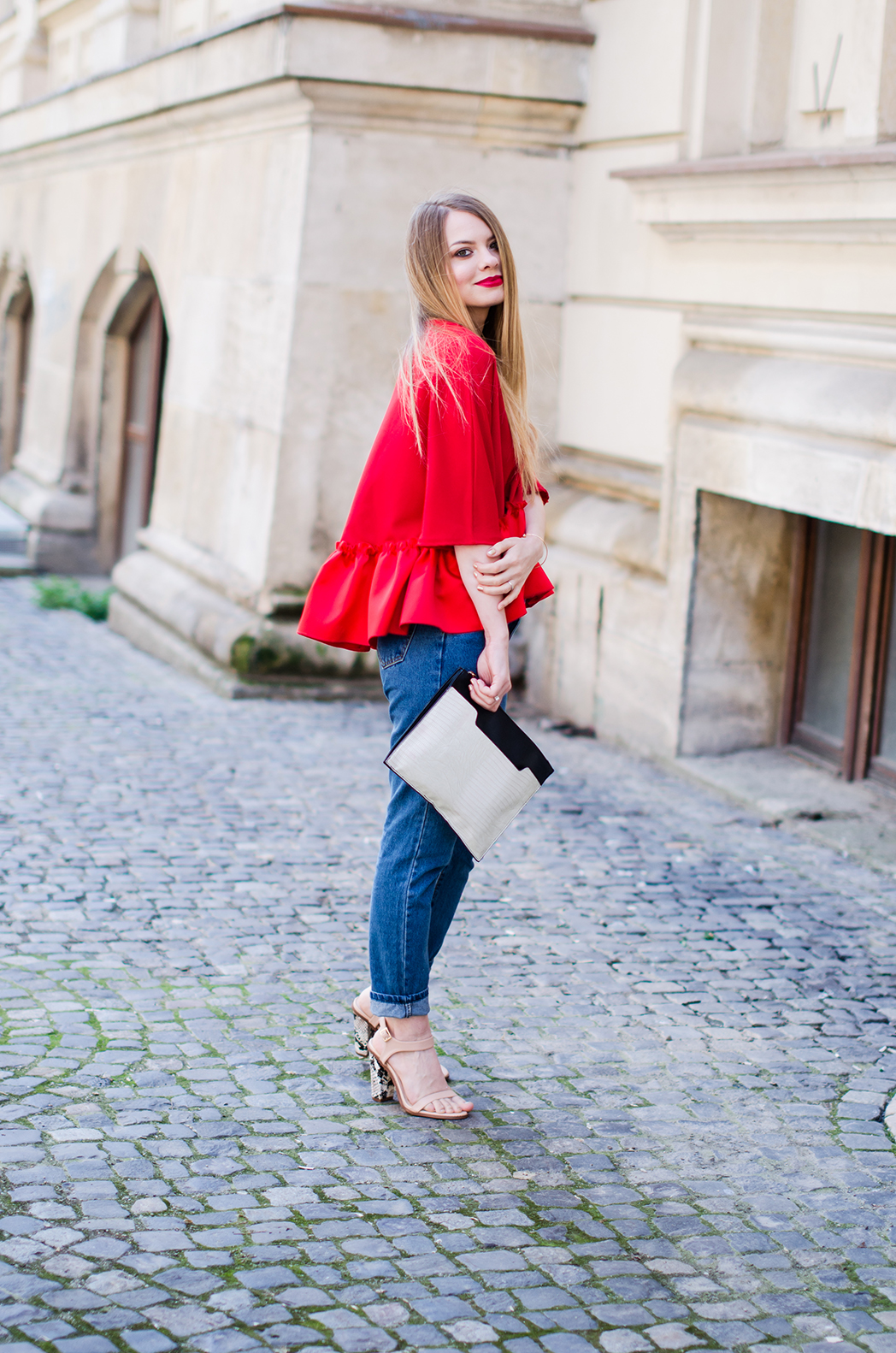 red-ruffle-blouse-mom-jeans-outfit-fashion-blogger-pink-wish (4)