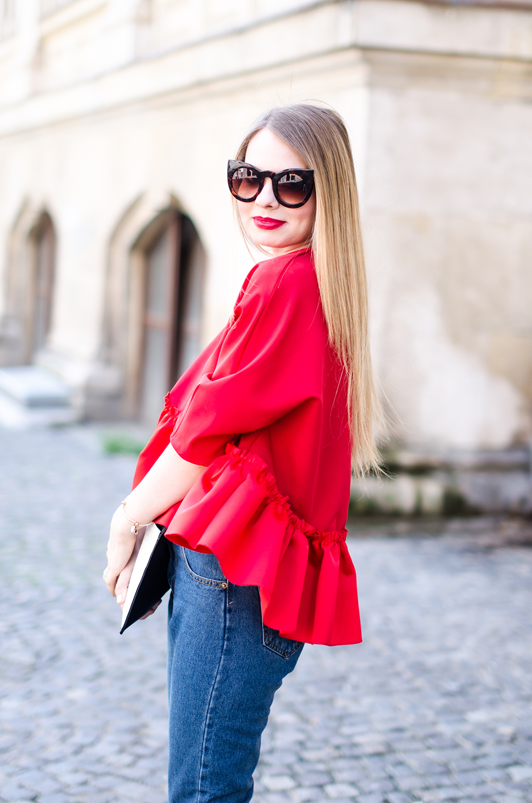 red-ruffle-blouse-mom-jeans-outfit-fashion-blogger-pink-wish (5)