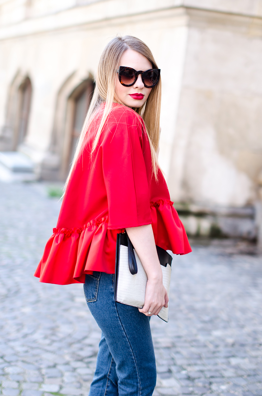 red-ruffle-blouse-mom-jeans-outfit-fashion-blogger-pink-wish (6)
