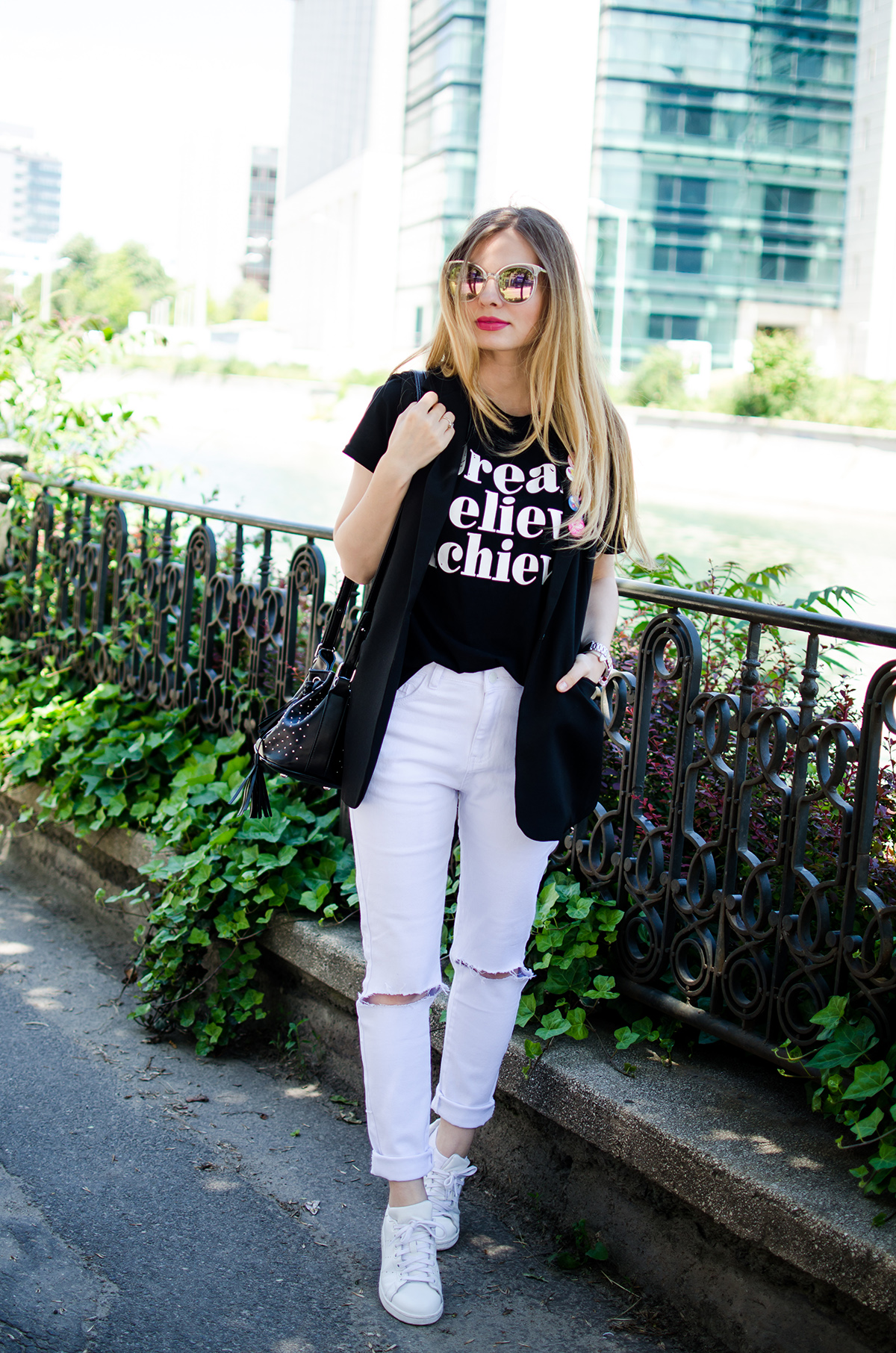black-and-white-outfit-ripped-white-jeans-black-vest-colorful-pins-stan-smith (8)