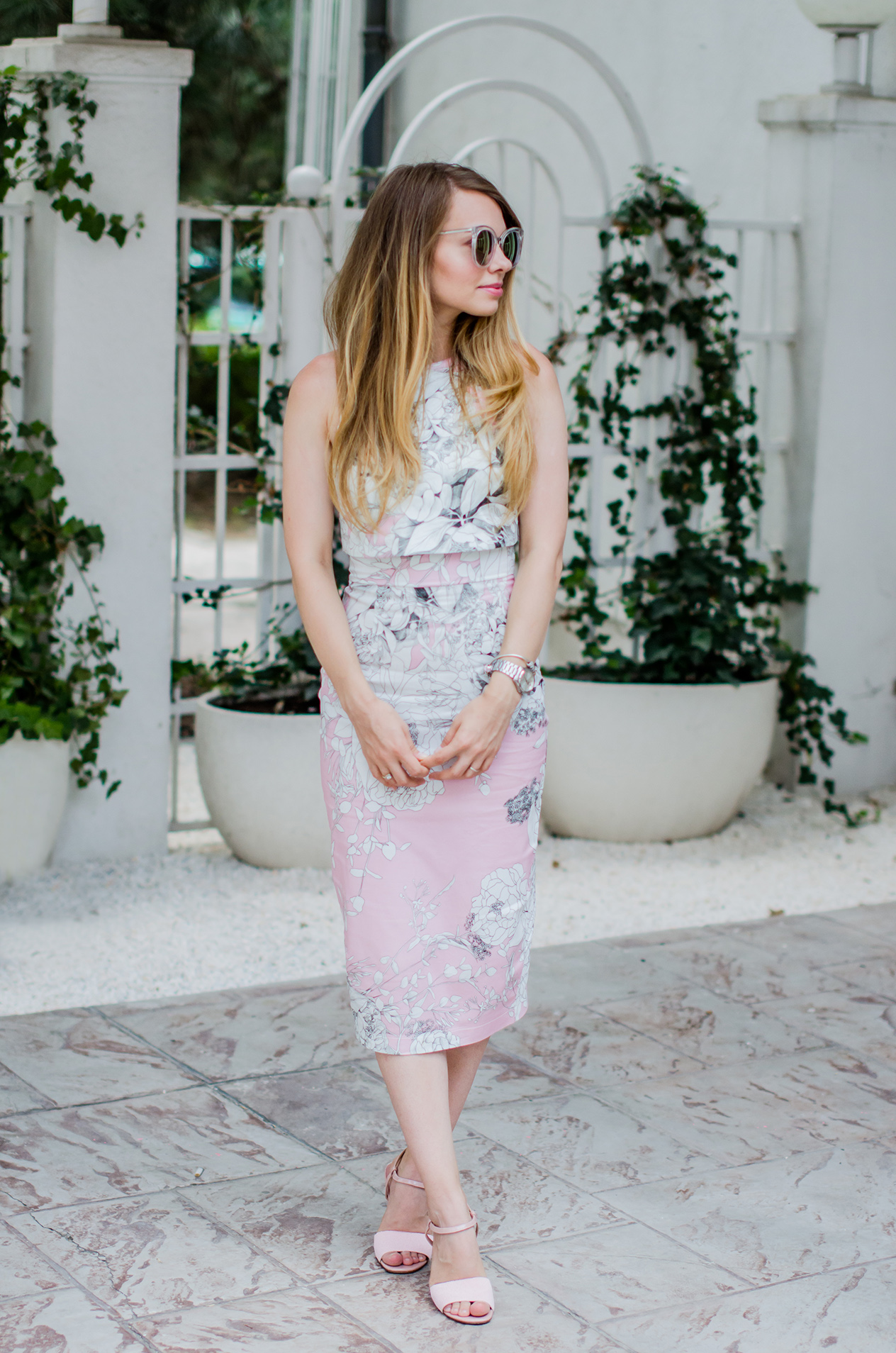 bodycon-midi-pink-dress-pink-sandals-zerouv-sunglasses-fashion-pink-wish-blog (2)