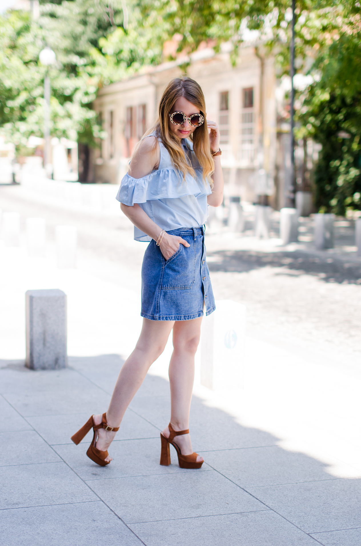 denim-skirt-blue-ruffle-blouse-suede-sandals-daniel-wellington-watch (3)
