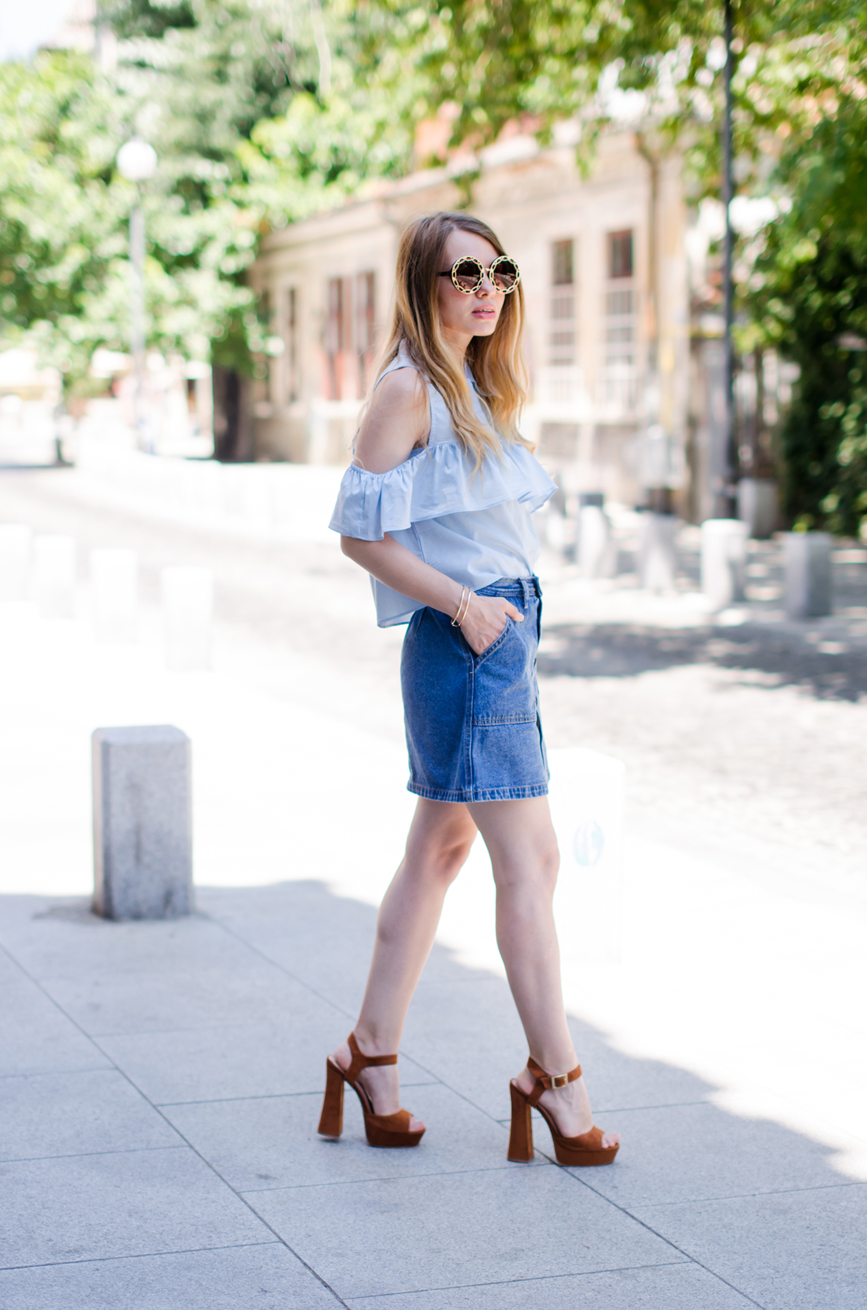 denim-skirt-blue-ruffle-blouse-suede-sandals-daniel-wellington-watch (4)