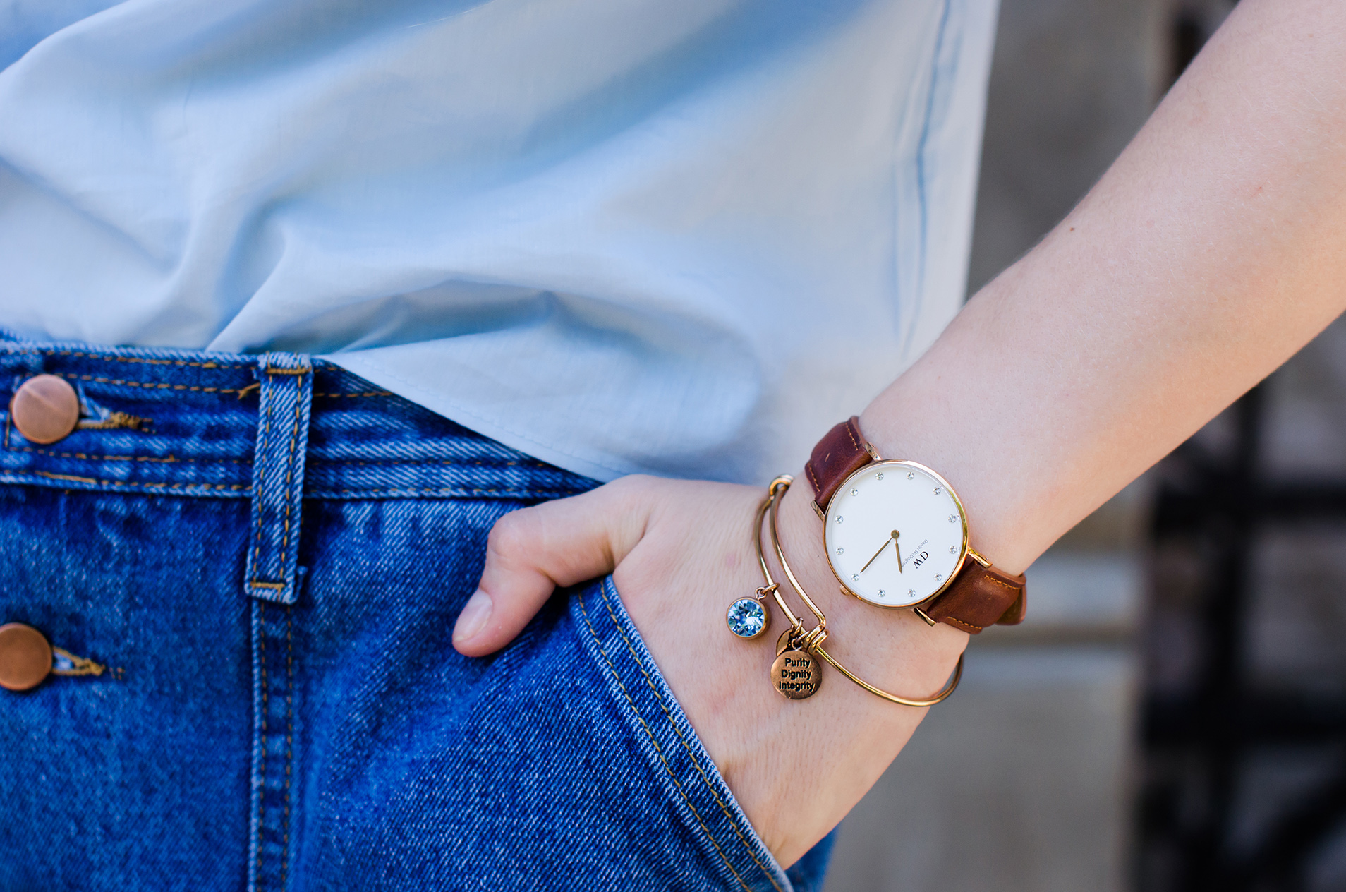 denim-skirt-blue-ruffle-blouse-suede-sandals-daniel-wellington-watch (8)
