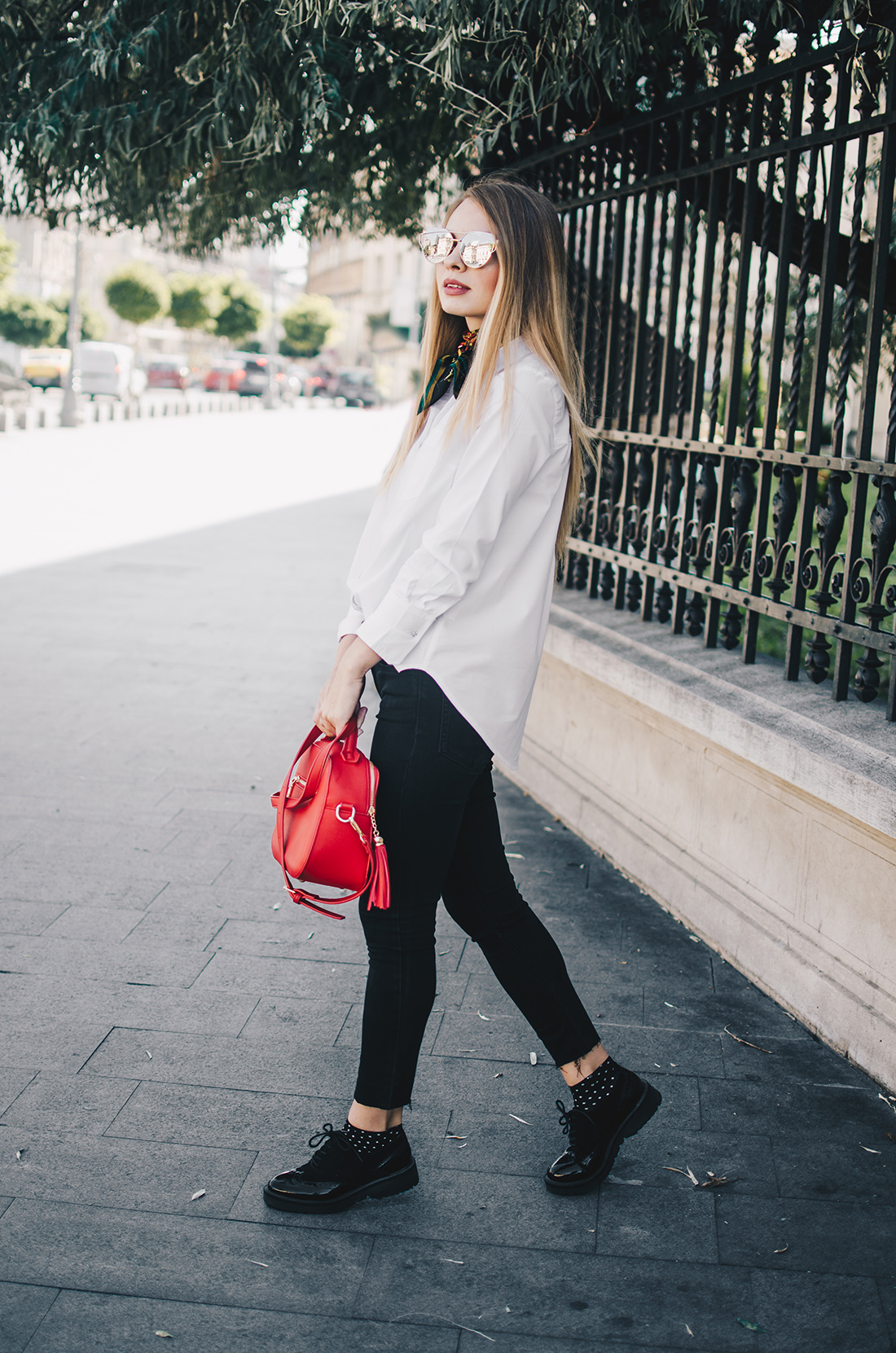 black-and-white-outfit-zerouv-sunglasses-red-bag-vintage-scarf-8