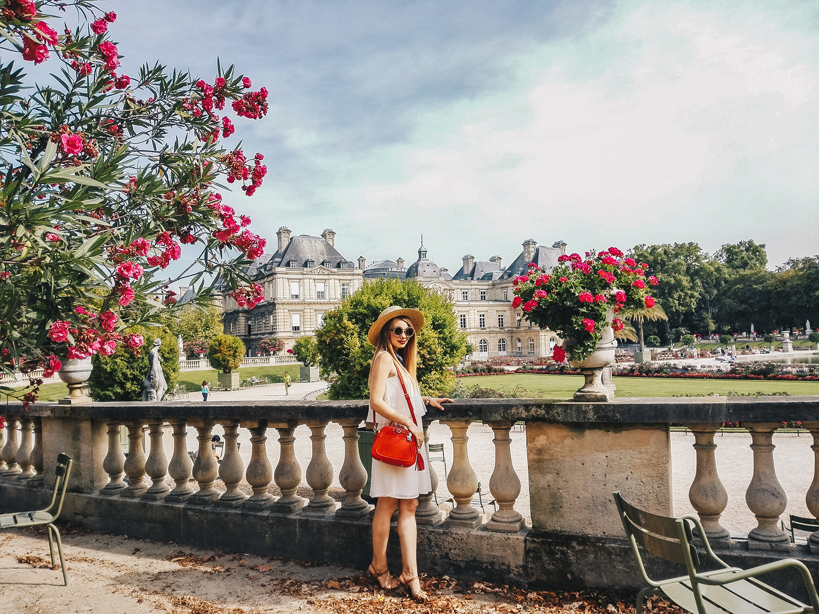 paris-jardin-luxembourg-pink-wish-french-outfit-10