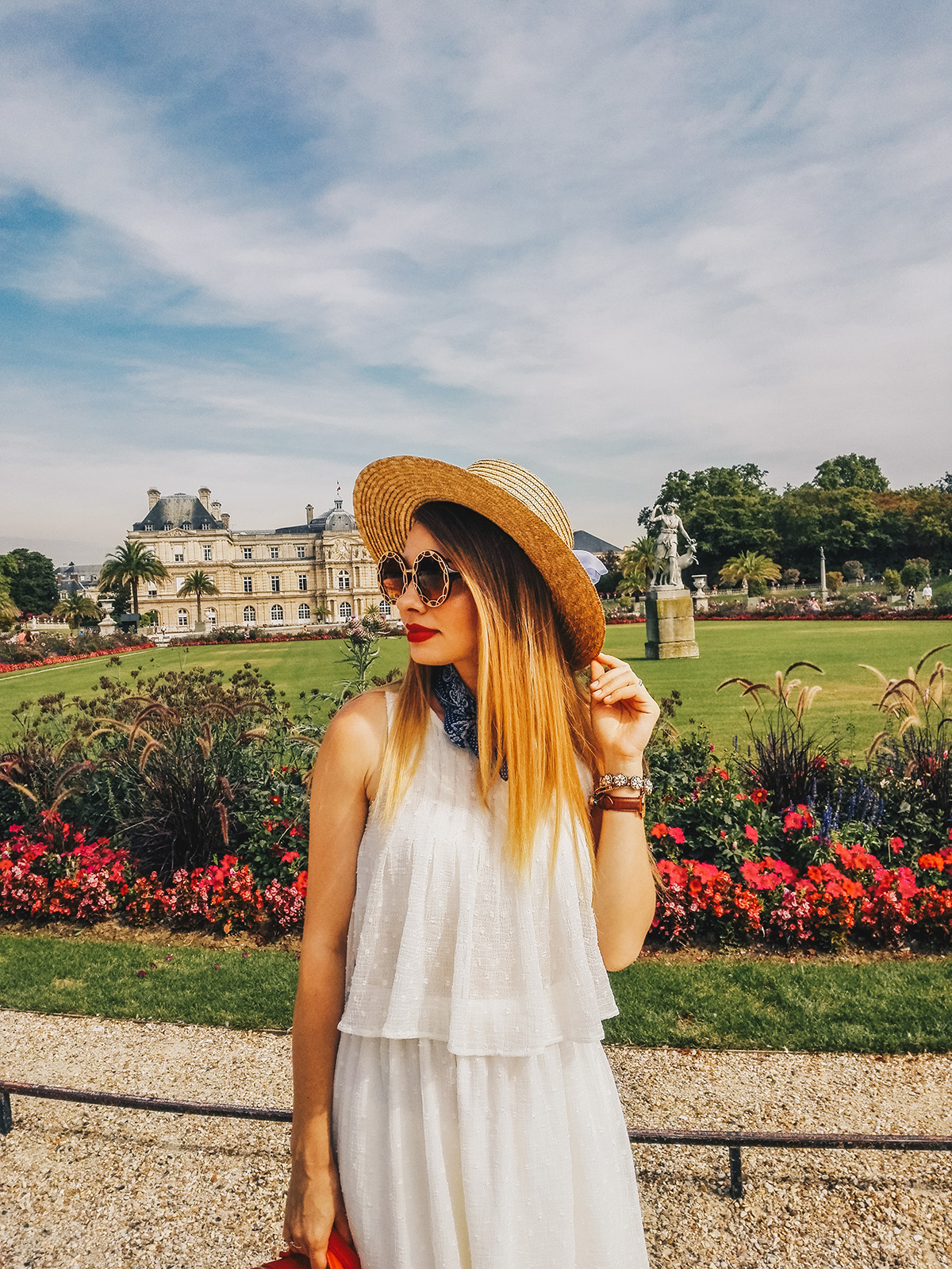 paris-jardin-luxembourg-pink-wish-french-outfit-4