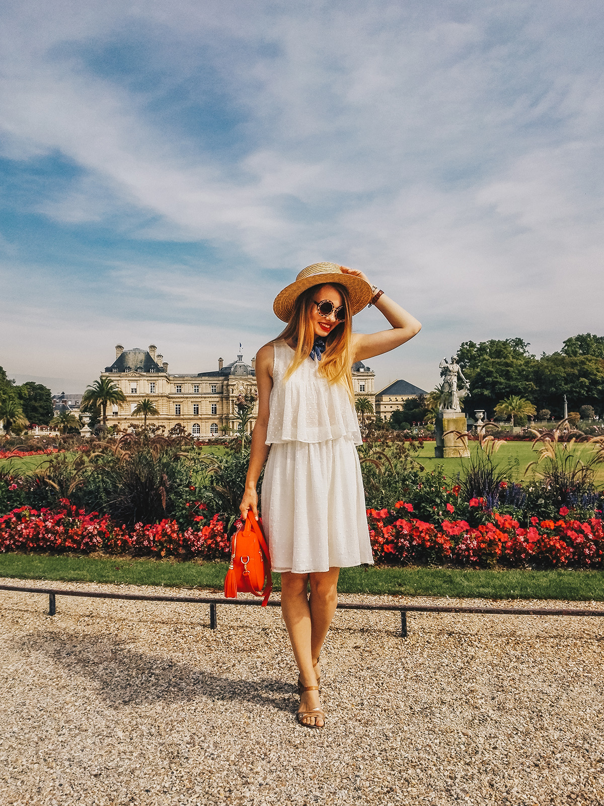 paris-jardin-luxembourg-pink-wish-french-outfit-6