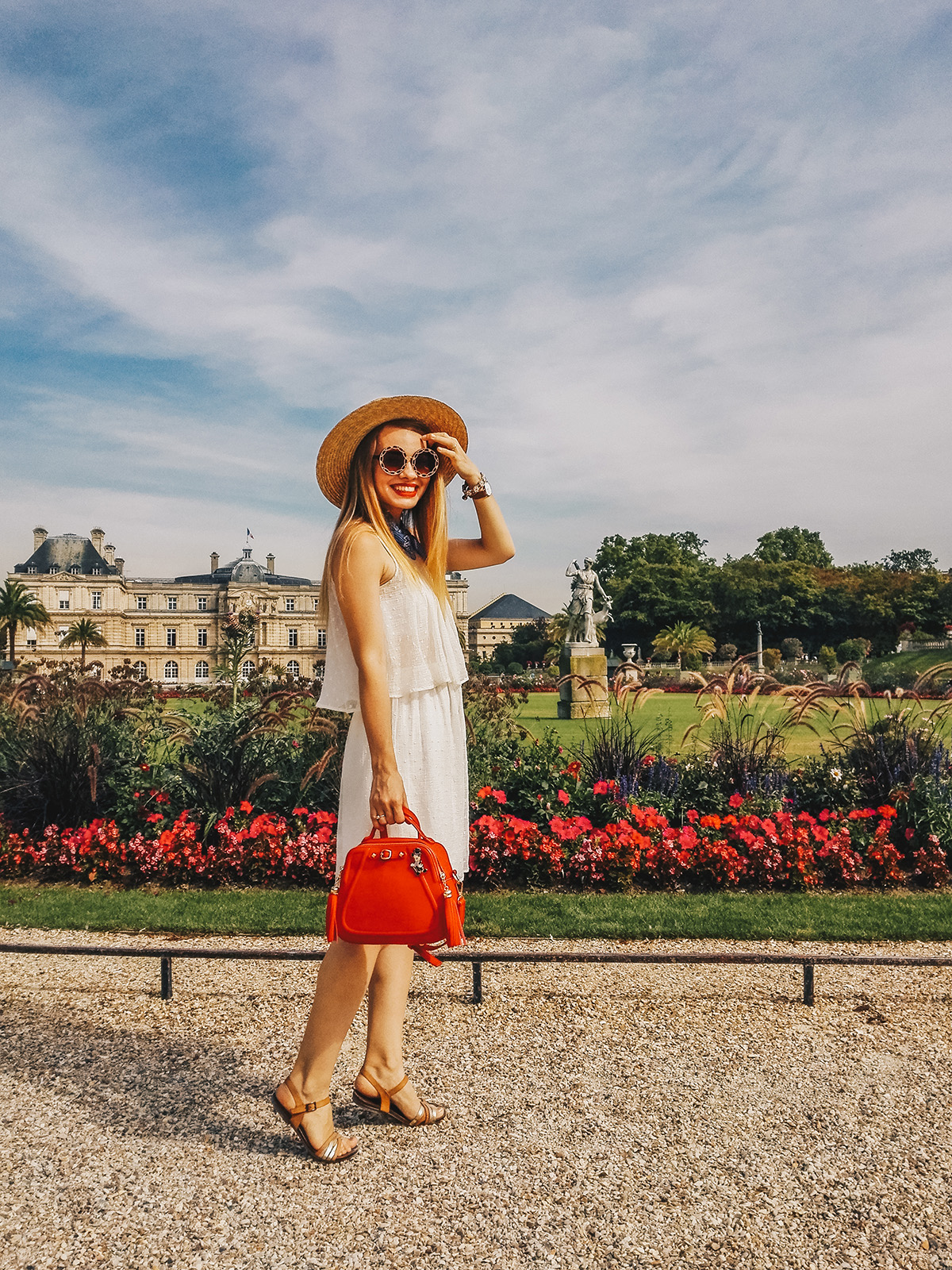 paris-jardin-luxembourg-pink-wish-french-outfit-8