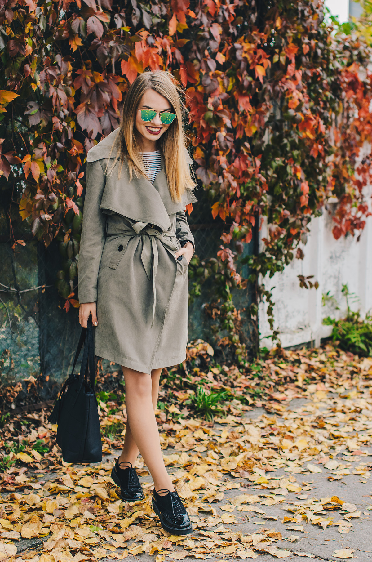 military-green-trench-coat-autumn-outfit-1