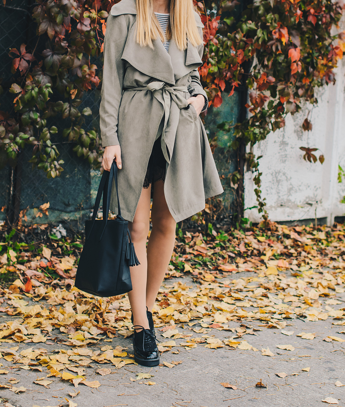 military-green-trench-coat-autumn-outfit-7