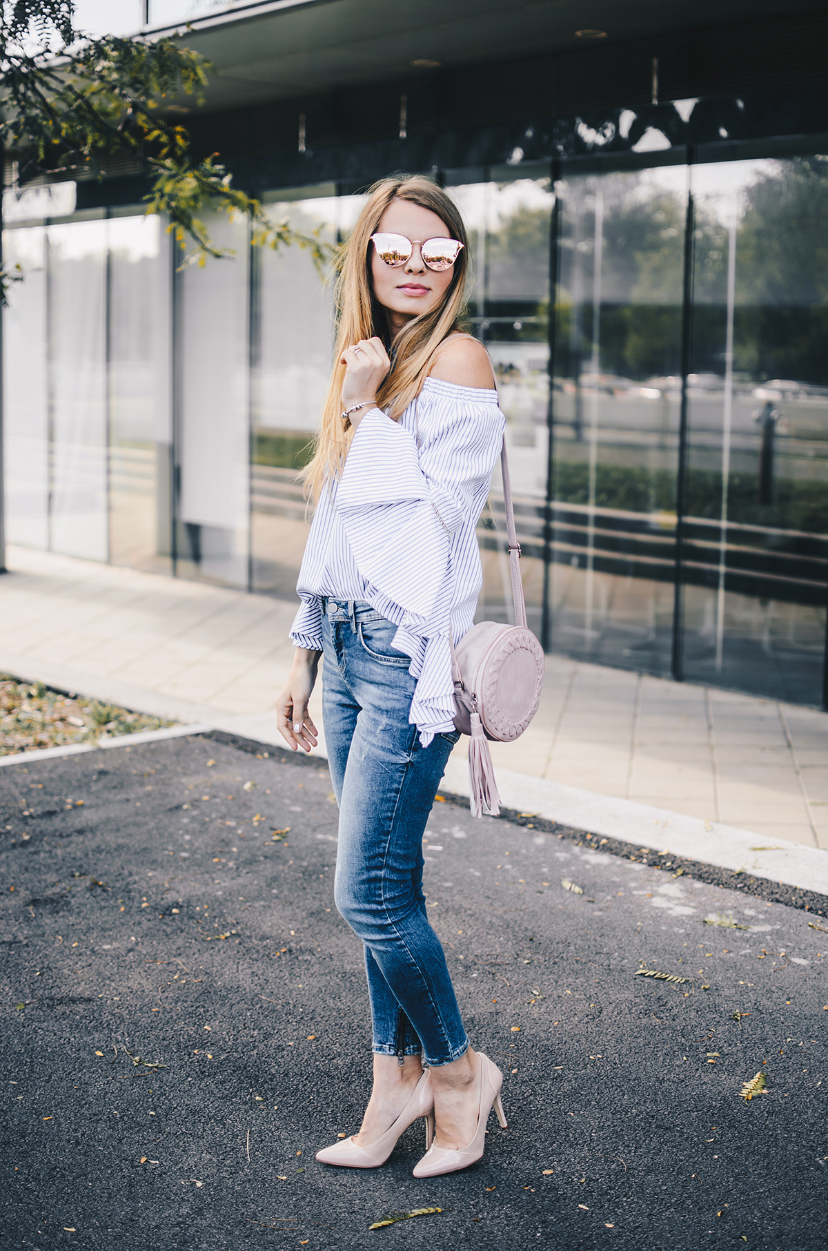 off-shoulder-ruffle-sleeves-zara-jeans-mirroredsunglasses-scarf-3