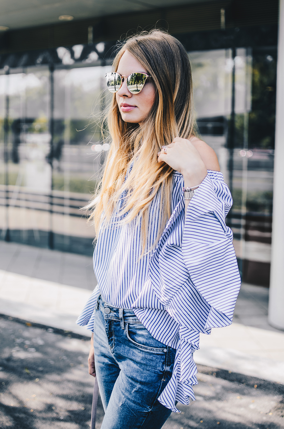 off-shoulder-ruffle-sleeves-zara-jeans-mirroredsunglasses-scarf-6