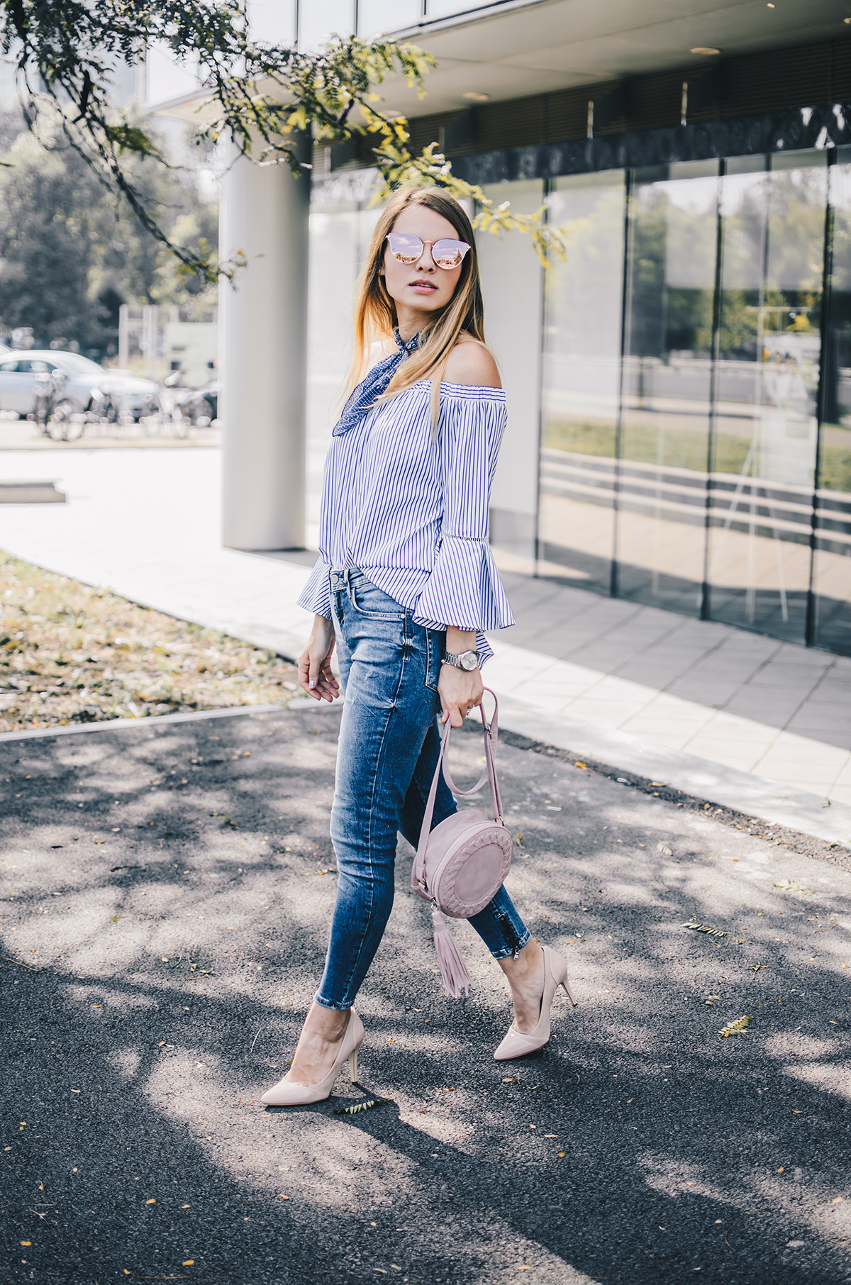 off-shoulder-ruffle-sleeves-zara-jeans-mirroredsunglasses-scarf-7