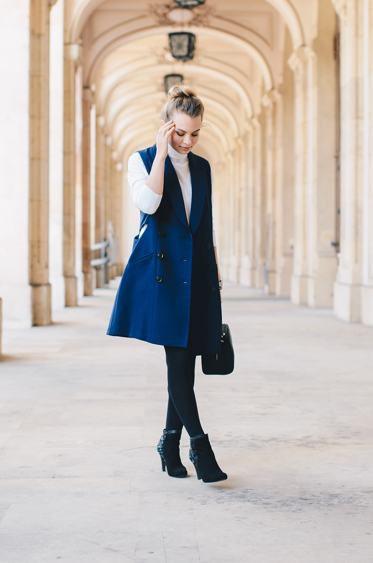 blue-lapel-vest-vipme-autumn-outfit-messy-bun-2