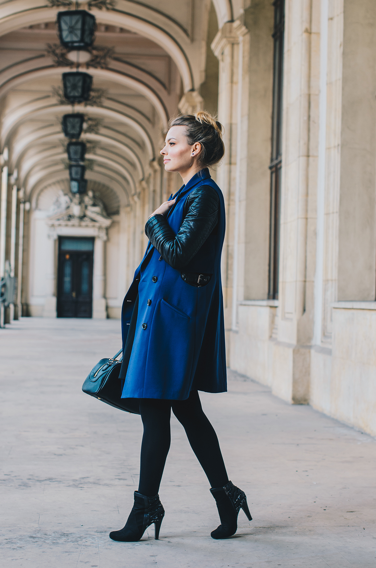 blue-lapel-vest-vipme-autumn-outfit-messy-bun-3