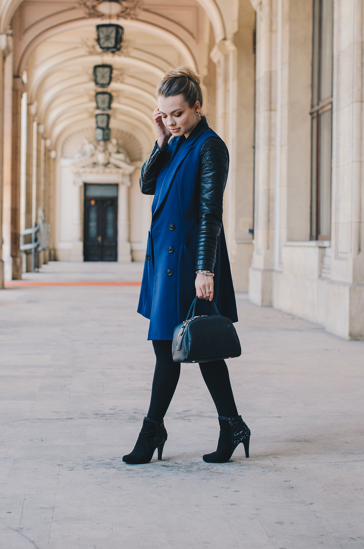 blue-lapel-vest-vipme-autumn-outfit-messy-bun-5