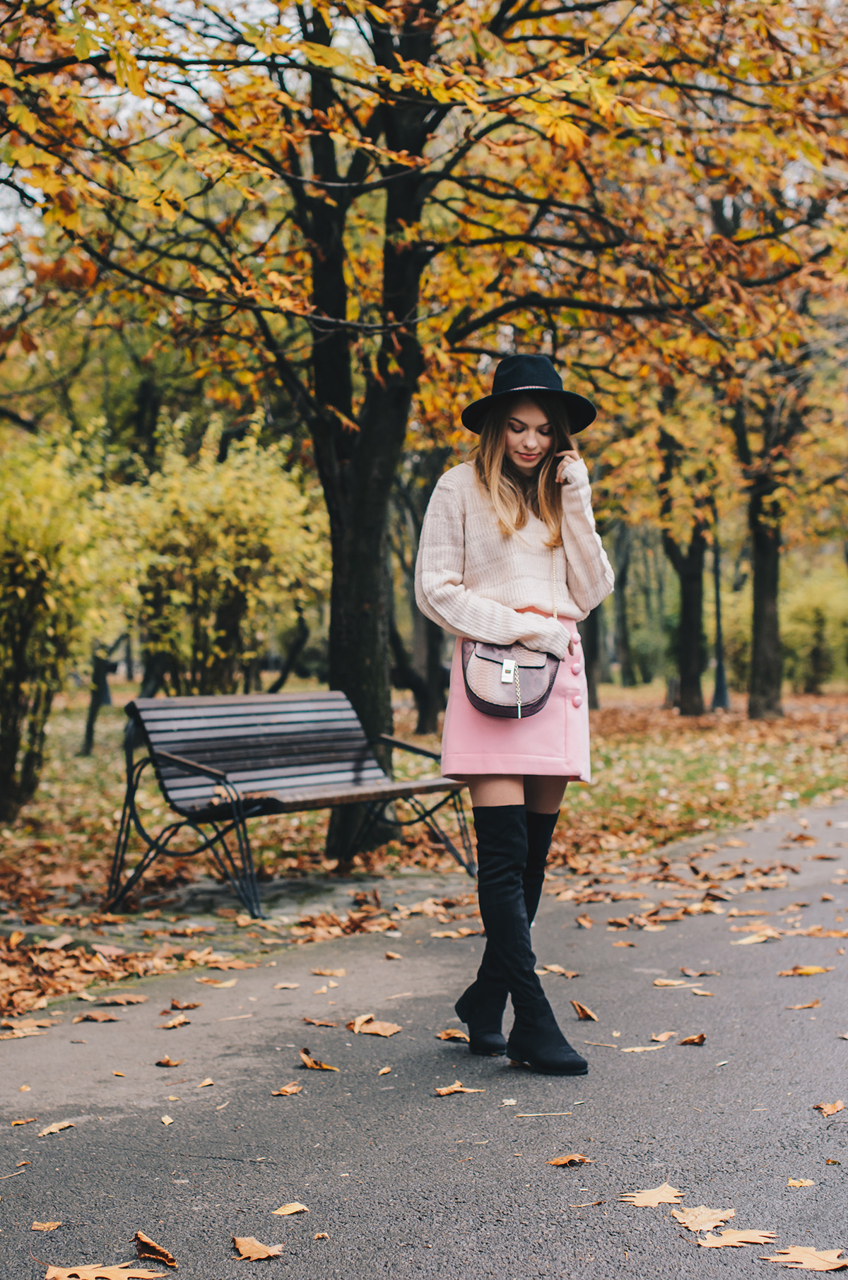 pink-turtleneck-pink-mini-skirt-black-hat-over-theknee-boots-3