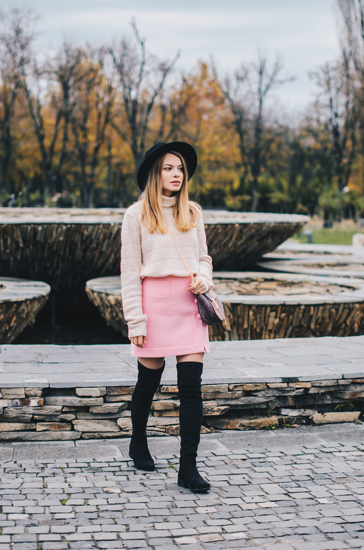 pink-turtleneck-pink-mini-skirt-black-hat-over-theknee-boots-5
