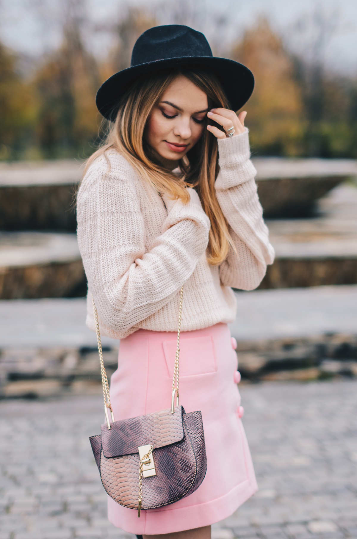 pink-turtleneck-pink-mini-skirt-black-hat-over-theknee-boots-9