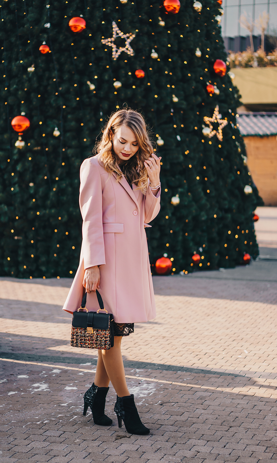 little-black-dress-pink-coat-christmas-outfit-pink-wish-9