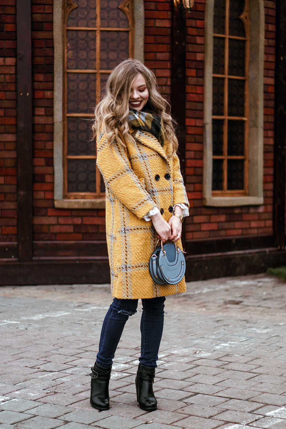 yellow coat winter outfit christmas market pink. Black Bedroom Furniture Sets. Home Design Ideas