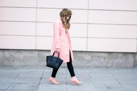 oversized-pink-coat-cocoon-peach-fur-headband 6